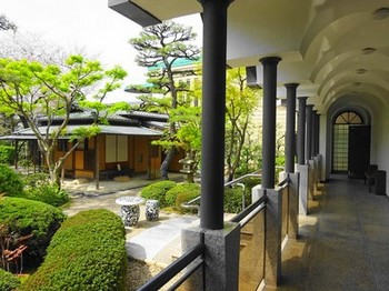 160406桑山美術館⑥、回廊と庭園 (コピー).JPG