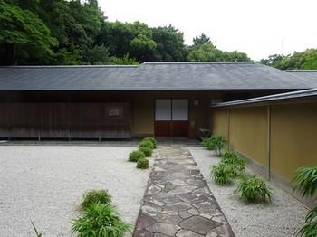 160712浜松市茶室「松韻亭」①、前庭と玄関 (コピー).JPG