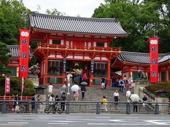 160716八坂神社献茶式01、西楼門 (コピー).JPG