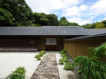 160906浜松市茶室「松韻亭」①、前庭と玄関 (コピー).JPG