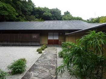 160929浜松市茶室「松韻亭」①、前庭と玄関 (コピー).JPG