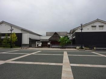 161005奥の細道むすびの地記念館⑥、芭蕉館と先賢館 (コピー).JPG