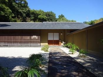 161026浜松市茶室「松韻亭」②、前庭と玄関 (コピー).JPG