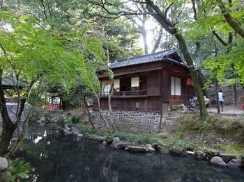 161106揚輝荘秋のお茶会③、茶室「三賞亭」(外観) (コピー).JPG
