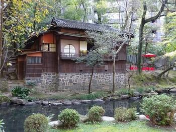 161106揚輝荘秋のお茶会④、茶室「三賞亭」(外観) (コピー).JPG