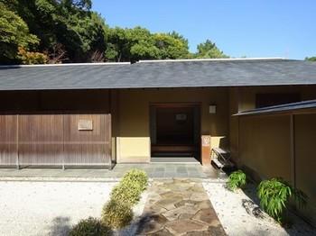 161122浜松市茶室「松韻亭」④、玄関と前庭 (コピー).JPG