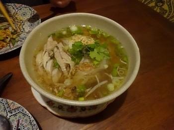 161217タイごはん「ポーヤイ」⑧、クイテオガイ(蒸し鶏肉の米汁麺) (コピー).JPG