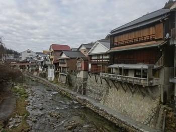 170106足助めぐり18、真弓橋から見る川沿いの風景 (コピー).JPG