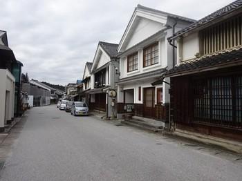 170106足助めぐり25、連続する妻入家屋 (コピー).JPG