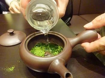 170124茶カフェ深緑茶房お茶教室10、抹茶を急須で点てる (コピー).JPG