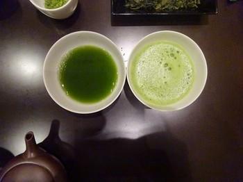 170124茶カフェ深緑茶房お茶教室16、急須と茶筌で点てた抹茶の比較 (コピー).JPG