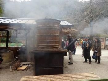 170129ふるさと食の再発見「寒茶」24、寒茶づくり(蒸す) (コピー).JPG