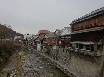 170129足助の町並み⑰、真弓橋から見る川沿いの建物 (コピー).JPG