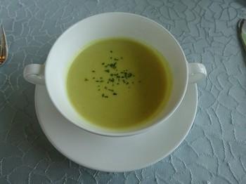 170218欧風料理「ル・パラディ」③、カレー風味のスープ (コピー).JPG