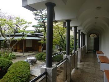 170408桑山美術館09、庭園前の回廊 (コピー).JPG