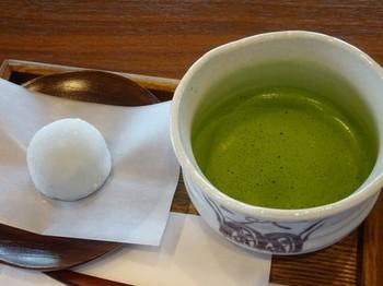 170420西尾めぐり28、あいや本店喫茶コーナー(お抹茶と抹茶大福) (コピー).JPG