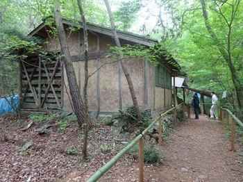 170506荒川豊蔵作陶の地11、豊蔵の窯の横にある作業小屋 (コピー).JPG