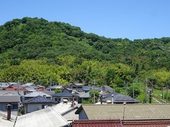 170528湖東焼の彦根08、佐和山と近江鉄道 (コピー).JPG