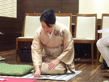 170615女将塾「愛される所作」05、和室での挨拶の仕方 (コピー).JPG