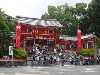 170716八坂神社献茶祭02、西楼門 (コピー).JPG