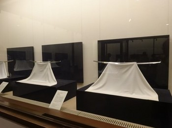 170729彦根城博物館12、太刀の展示 (コピー).JPG