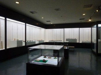 170811とこなめ陶の森資料館07、企画展(特別展示室) (コピー).JPG