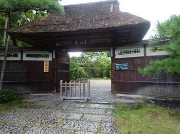 170818東山荘②、正門 (コピー).JPG