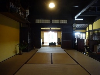 170901中山道ひし屋資料館⑥、店から台所、居間を見る (コピー).JPG