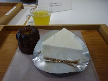 170908菓心おおすが⑦、カヌレとレアチーズケーキ (コピー).JPG