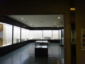 s_170929とこなめ陶の森資料館06、特別展示室.JPG
