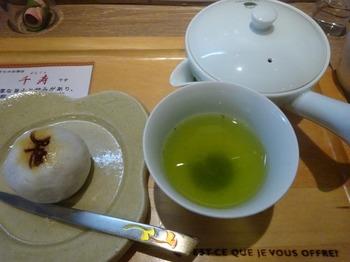 s_171107深緑茶房①、伊勢深蒸し茶(千寿)としんさぼまんじゅう.JPG