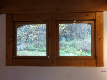 s_171114横井照子ひなげし美術館⑥、2階の窓.JPG