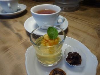 s_171204イノーヴェ⑧、プチデセールと紅茶.JPG
