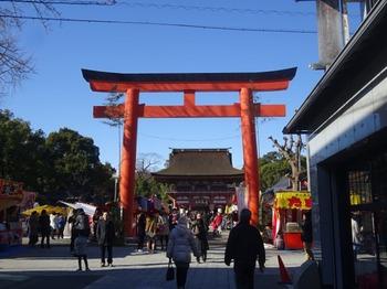 s_180103津島神社新春呈茶会⑤、鳥居.JPG