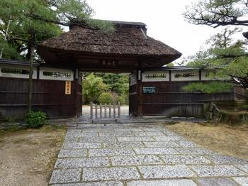 s_180309東山荘①、正門.JPG