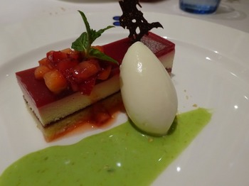s_180408ポール・ボキューズ名古屋⑦、莓チーズケーキ.JPG