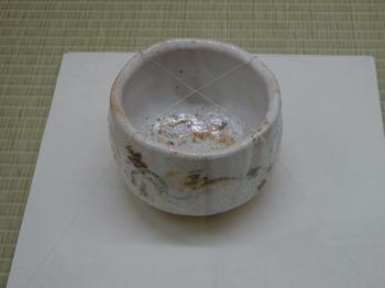 s_180503荒川豊蔵資料館38、志野山絵茶碗.JPG