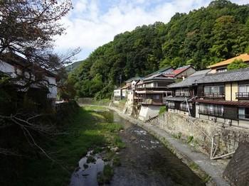 161030足助、和菓子食べあるきと旧家めぐり29、足助川 (コピー).JPG