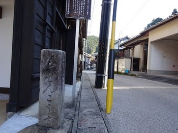 161125足助めぐり08、道標 (コピー).JPG