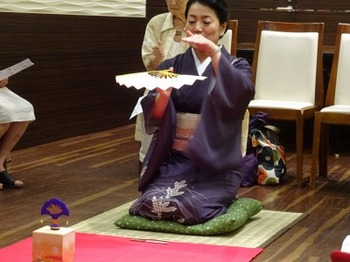 s_160817和の美人度アップ講座10、投扇興(田丸先生のお手本).JPG