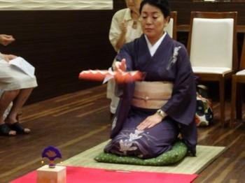 s_160817和の美人度アップ講座11、投扇興(田丸先生のお手本).JPG
