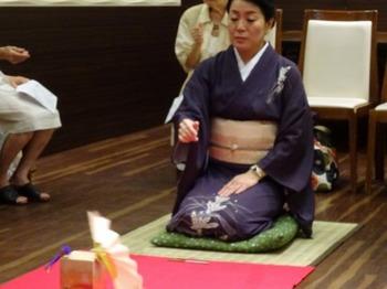 s_160817和の美人度アップ講座12、投扇興(田丸先生のお手本).JPG