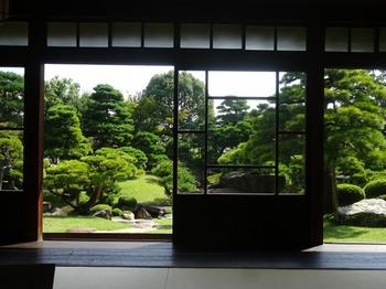 s_171011慶雲館19、本館1階より庭園を見る.JPG