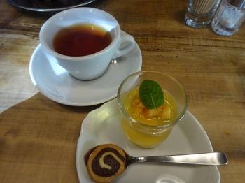 s_171128イノーヴェ⑨、プティデセールと紅茶.JPG