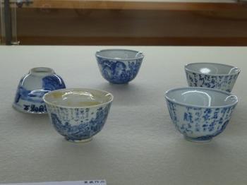 s_180724荒川豊蔵資料館⑩、染付保津川下り図煎茶碗.JPG