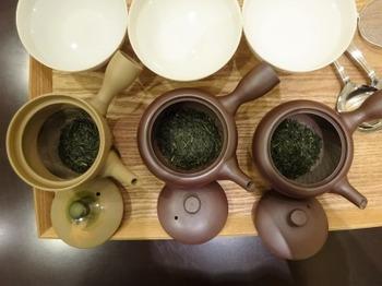 s_180918茶カフェ深緑茶房「お茶教室」②、茶こしの違い.JPG