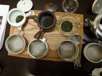 s_180918茶カフェ深緑茶房「お茶教室」④、材質の違い(磁器・炻器・ガラス・アルミ).JPG