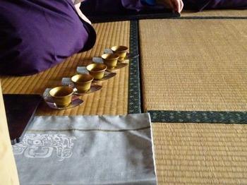 s_181103売茶流煎茶席10、小西洋平「金彩茗碗」.JPG