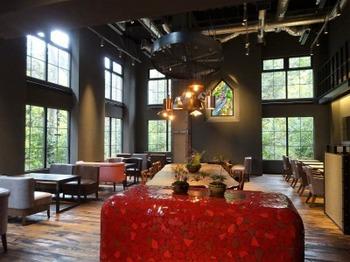 s_181124八日市の杜06、赤い暖炉のあるカフェ.JPG