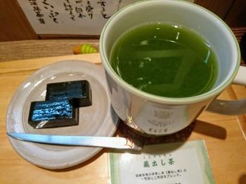 s_181204茶カフェ深緑茶房②、クイックカップ(蔵出し茶)と生ようかん.JPG